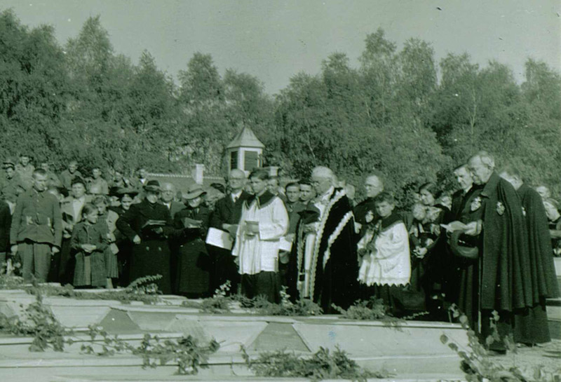 Signal Corps Photos: Close-up of the Funeral Ceremony Photo